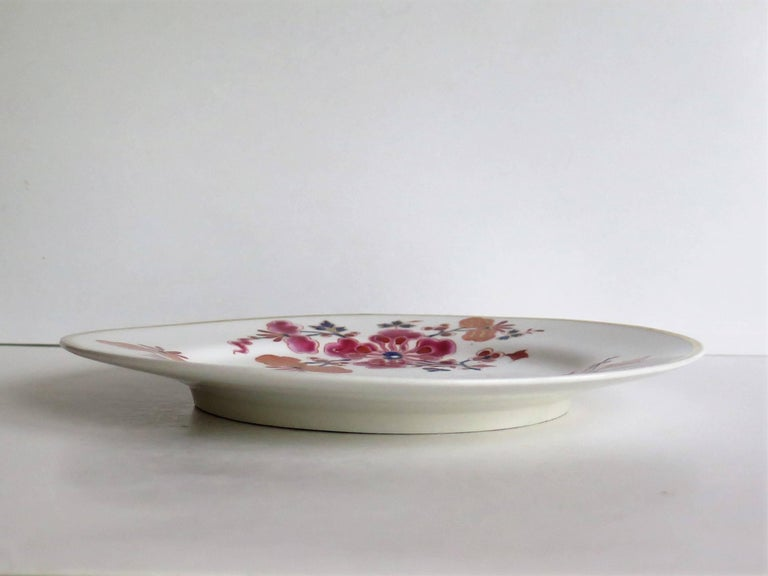 Pair of Worcester Flight Barr and Barr Plates Hand-Painted Flowers, circa 1825 In Good Condition For Sale In Lincoln, Lincolnshire