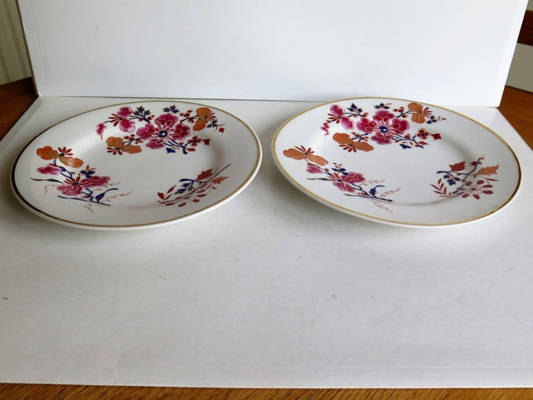 English Pair of Worcester Flight Barr and Barr Plates Hand-Painted Flowers, circa 1825 For Sale