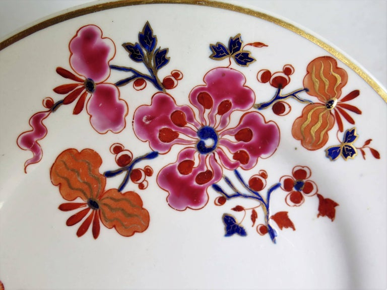 19th Century Pair of Worcester Flight Barr and Barr Plates Hand-Painted Flowers, circa 1825 For Sale