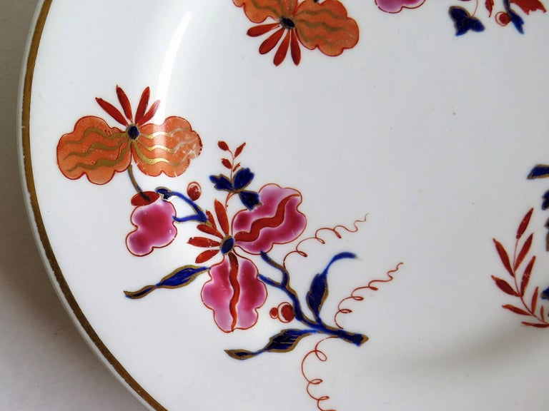 Porcelain Pair of Worcester Flight Barr and Barr Plates Hand-Painted Flowers, circa 1825 For Sale