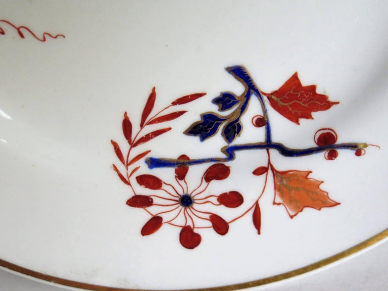 Pair of Worcester Flight Barr and Barr Plates Hand-Painted Flowers, circa 1825 For Sale 1