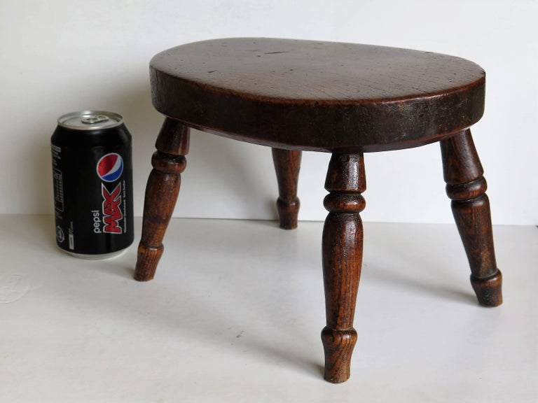 Early 19th Century Elm Country Candle Stand or Stool, English Circa 1820 For Sale 3