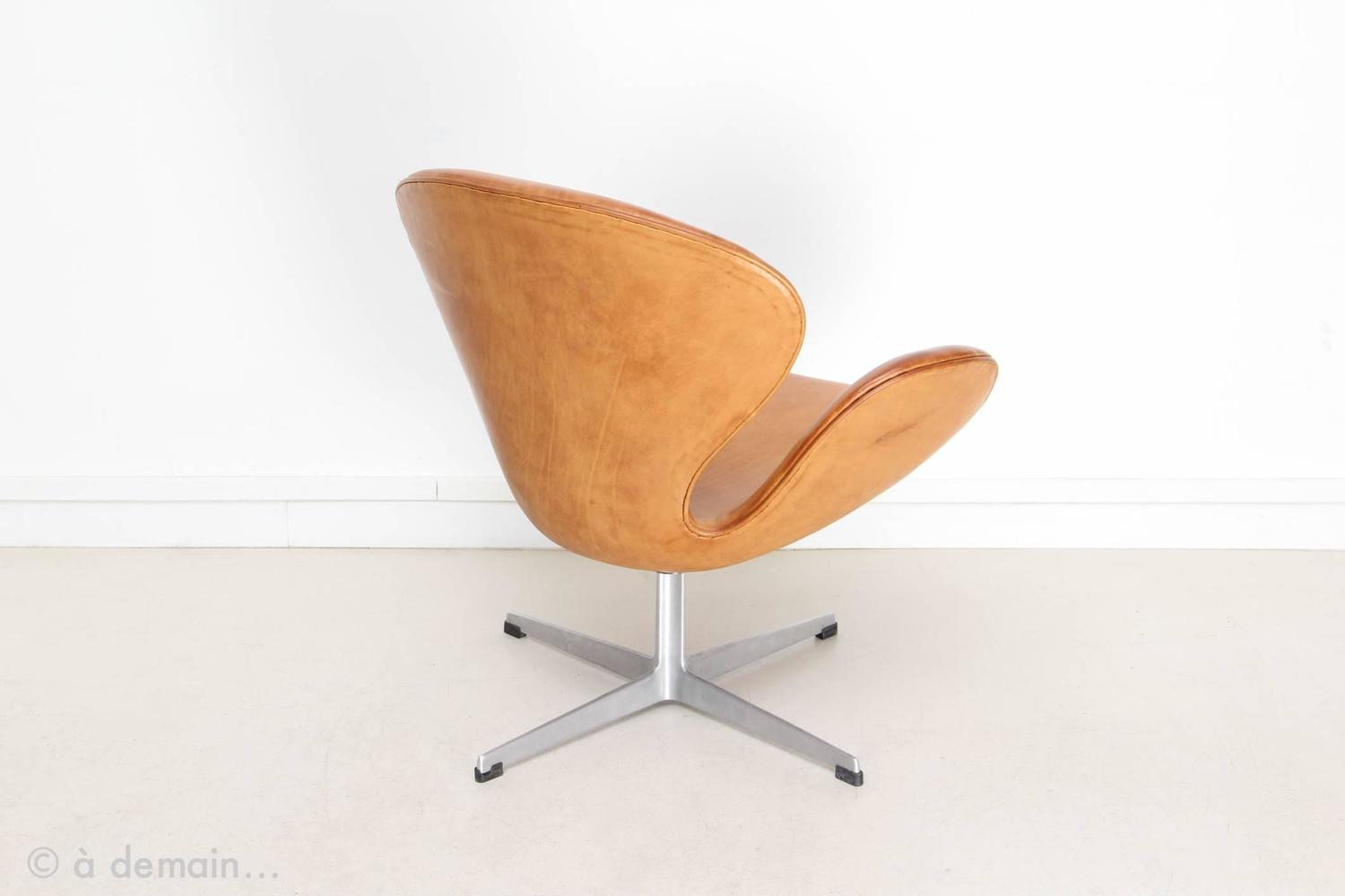 Swan chair by arne jacobsen edited by fritz hansen 1958 at 1stdibs - Fauteuil swan arne jacobsen ...