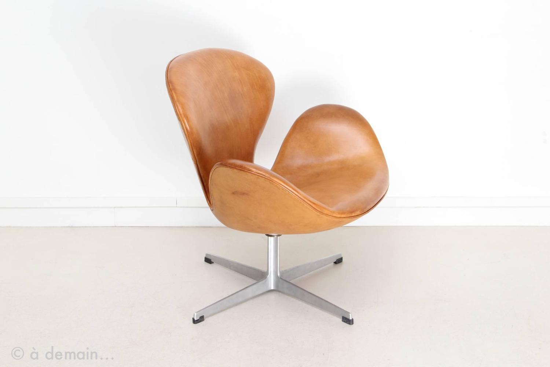 swan chair by arne jacobsen edited by fritz hansen 1958. Black Bedroom Furniture Sets. Home Design Ideas