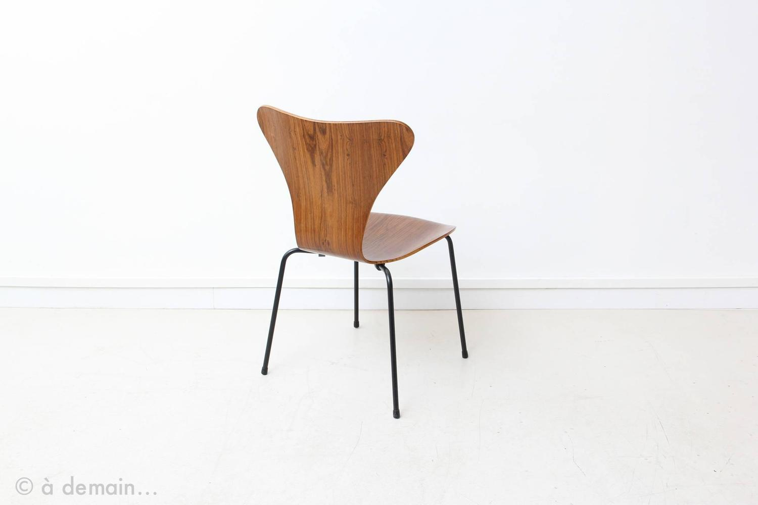 Set of four series 7 rosewood chairs by arne jacobsen for Chaise serie 7 arne jacobsen 1955