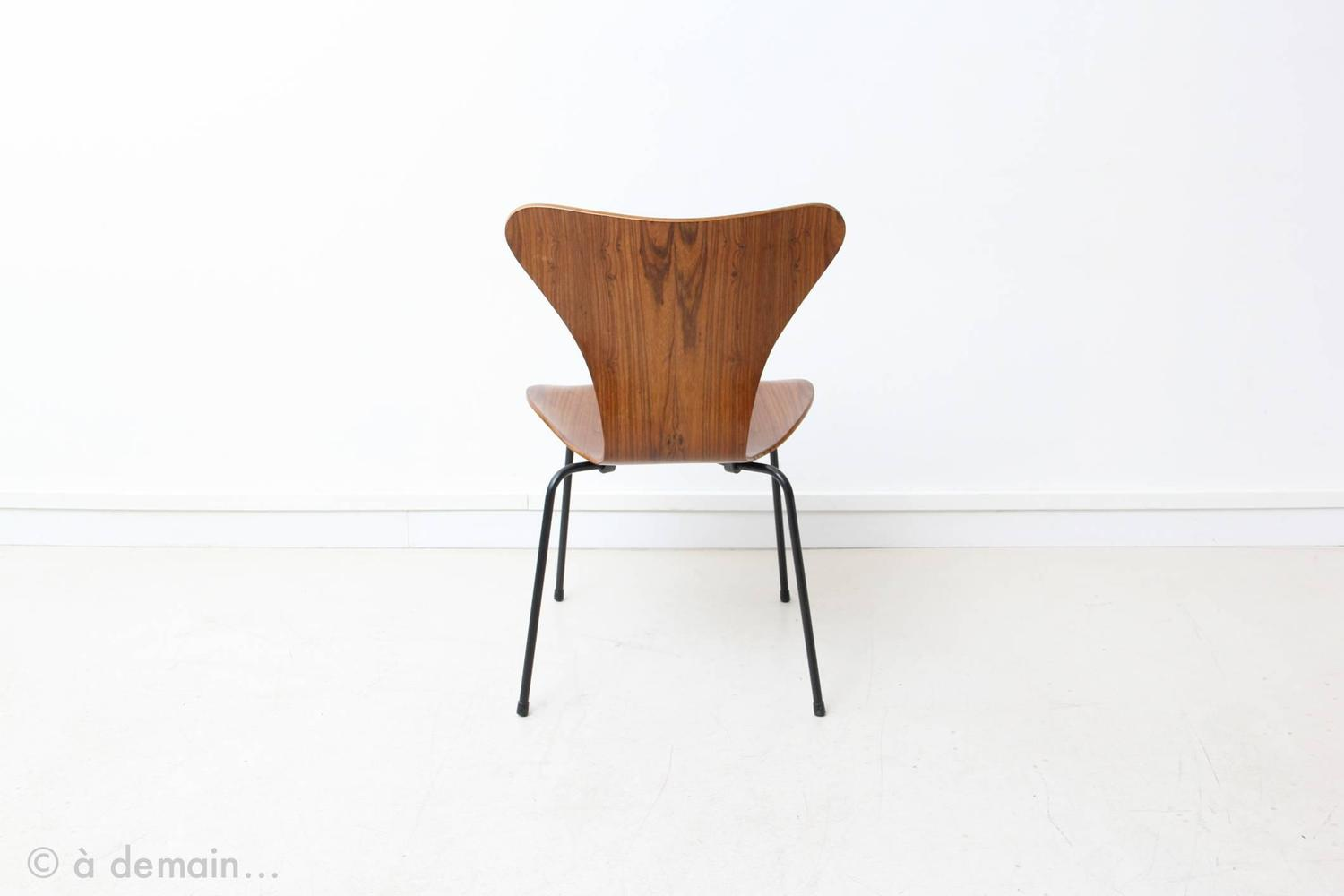 Set of four series 7 rosewood chairs by arne jacobsen for Chaise serie 7