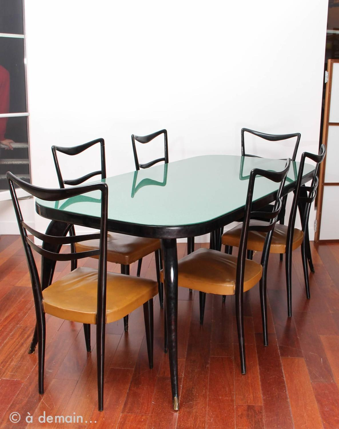Beautiful italian dining room set in the style of paolo for Italian dining room sets