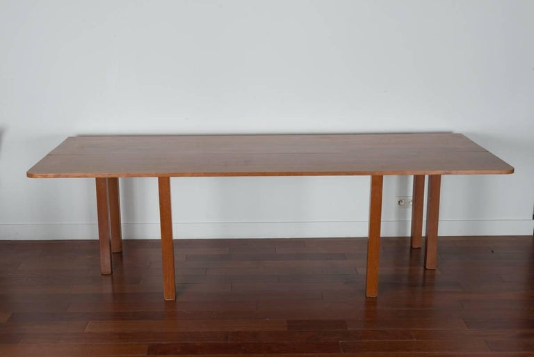 Console extensible in a dining table by alvaro siza for for Dining table extensible