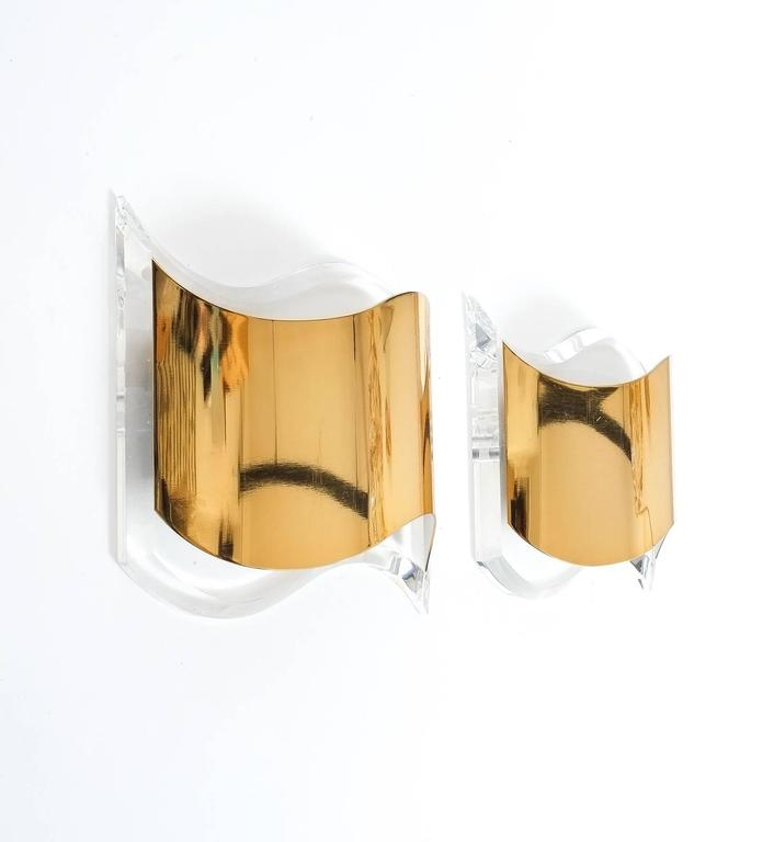 Pair of Jewel-Like Sconces from Lucite and Gilt Brass In Excellent Condition For Sale In Vienna, AT