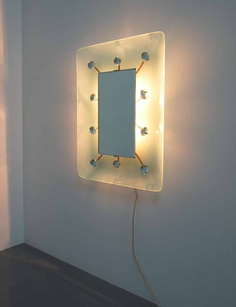 Illuminated Fontana Arte Mirror by Max Ingrand, Italy, circa 1960 In Good Condition For Sale In Vienna, AT