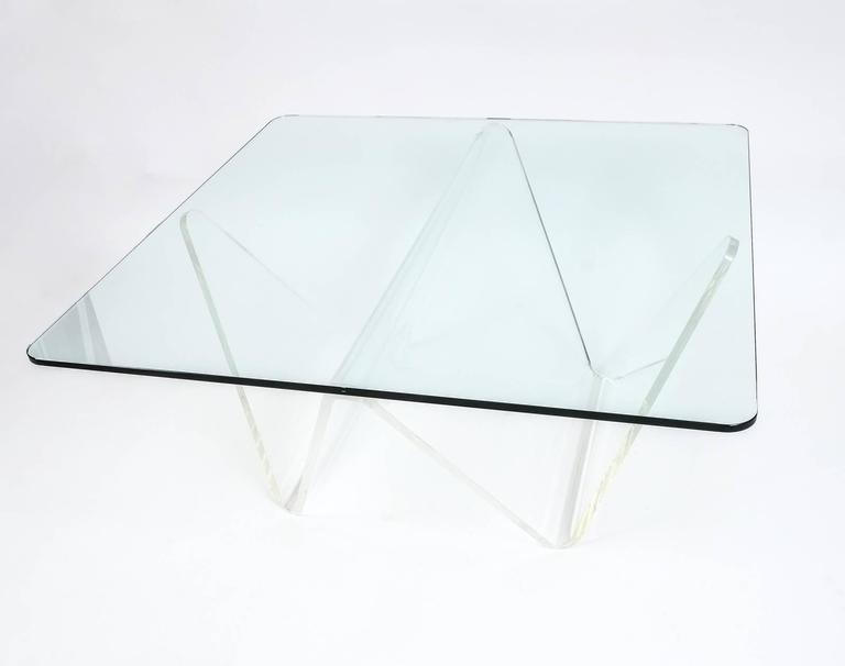 Großer Wellen Tisch Aus Plexiglas Und Glas Circa 1960 Im Angebot