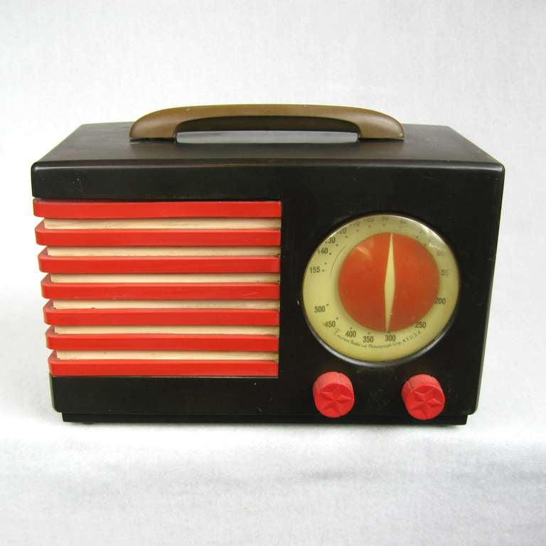 This is a great Emerson Patriot Catalin radio was designed by Norman Bel Geddes The radio is original. It is in excellent condition, no cracks, no chips, no breaks, no repairs and no spray paint.