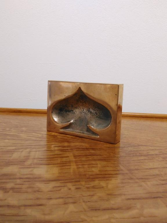 Mid-Century Modern Heavy Solid Bronze Clover Shaped Paperweight, France, 1970s For Sale