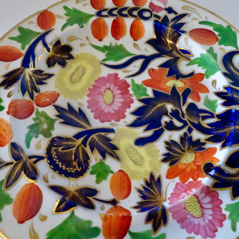 19th Century Porcelain Plate with Decorative Floral Design For Sale 5
