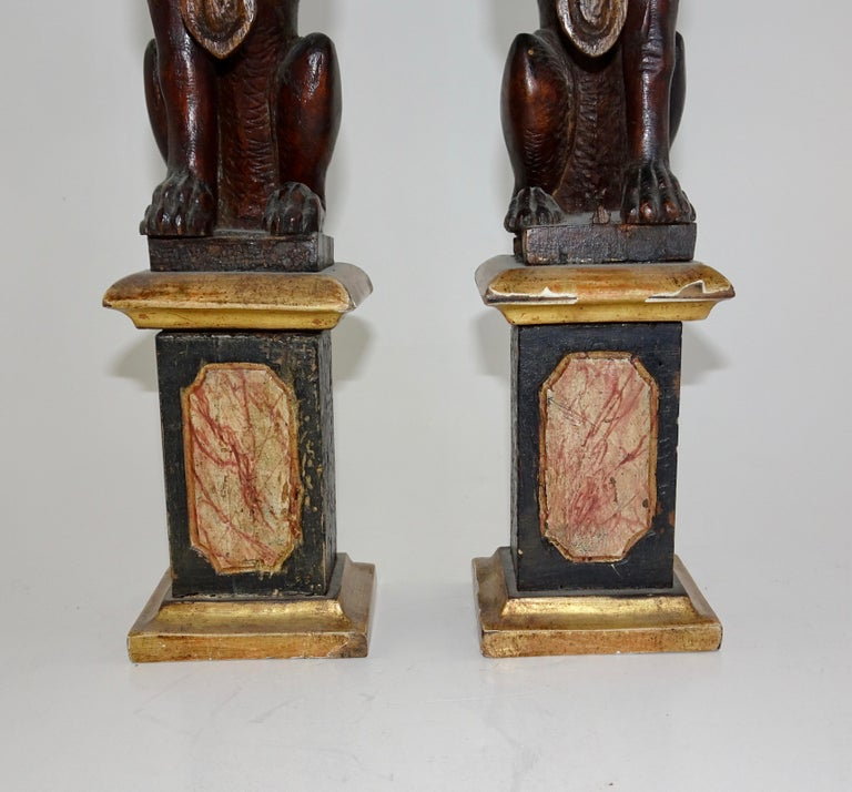 Italian Pair of 19th Century Bronze Lion Statues on Marble Bases For Sale