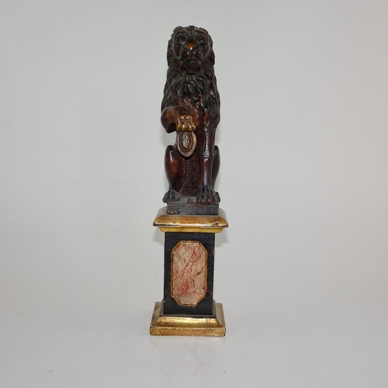 Pair of 19th Century Bronze Lion Statues on Marble Bases For Sale 7