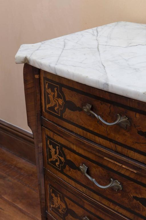18th Century Italian Walnut Veneered Commode with White Marble Top For Sale 2
