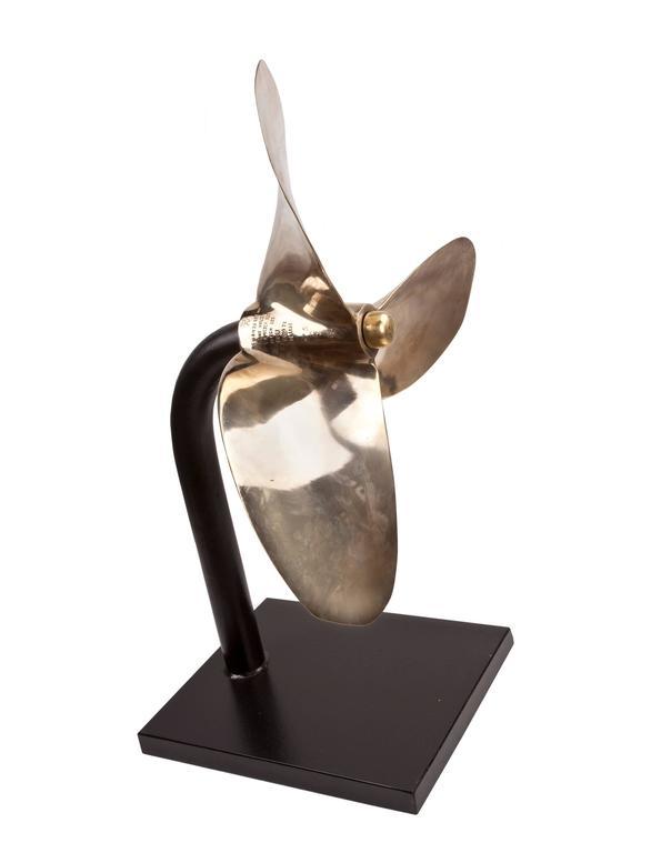 Großer Propeller aus Bronze auf Maßgefertigtem Ständer 3