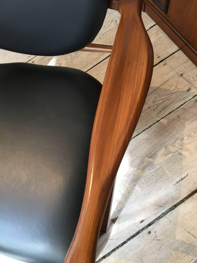 Finn Juhl, Danish Mid-Century Modern Teak and Leather Armchair For Sale 1