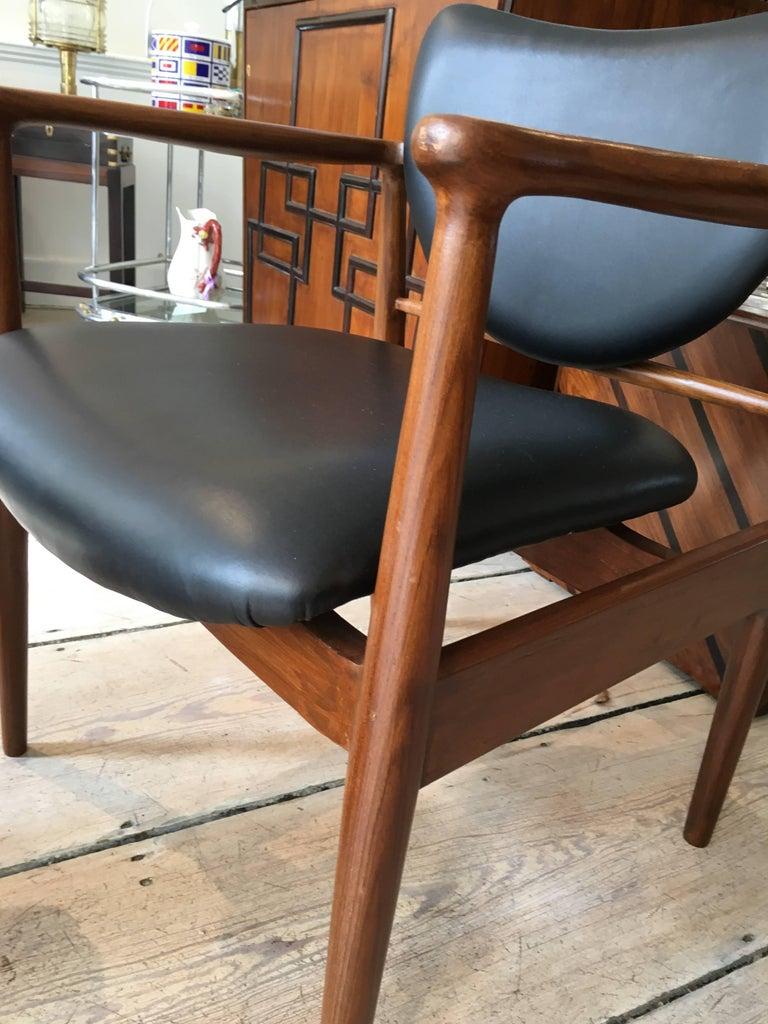 Finn Juhl, Danish Mid-Century Modern Teak and Leather Armchair For Sale 3