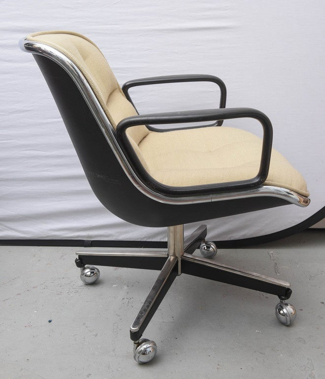 Pair Of Charles Pollock For Knoll Executive Chairs 1970s Usa At 1stdibs