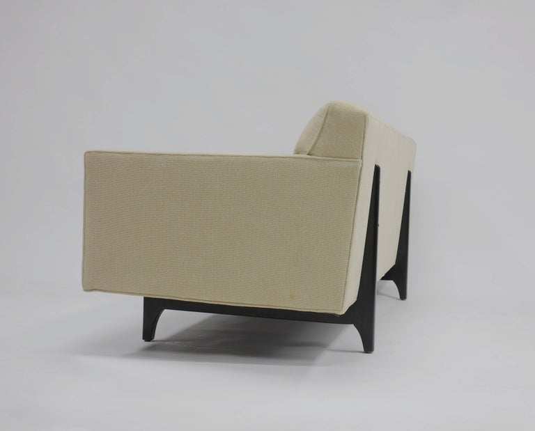 Bracket Back Sofa by Edward Wormley for Dunbar 4