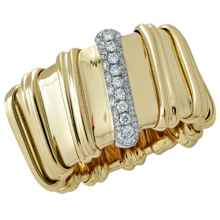 Roberto Coin 18 Karat Yellow Gold and Diamond Ring For Sale