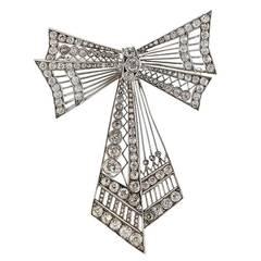 Edwardian 11.25 Carat Diamond Platinum Bow Pin