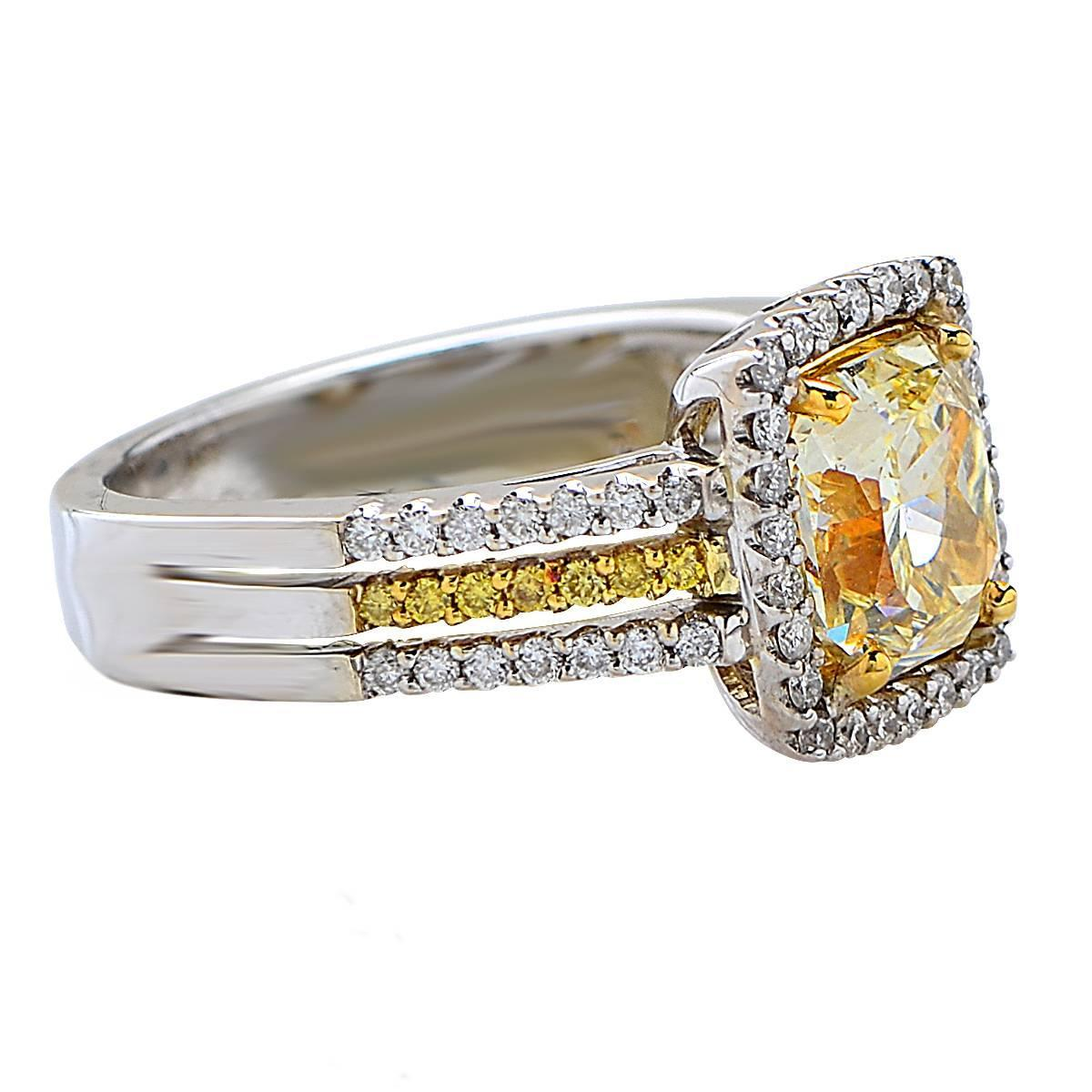 2 03 Carat Natural Light Yellow Diamond Gold Ring For Sale at 1stdibs