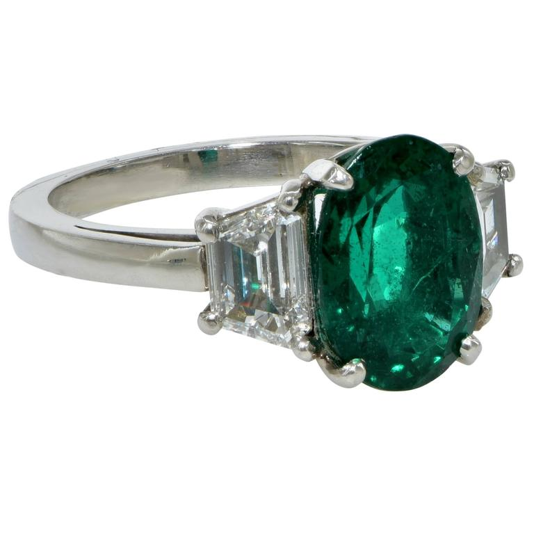 Modern AGL Graded 2.75 Carat Emerald and Diamond Engagement Ring For Sale
