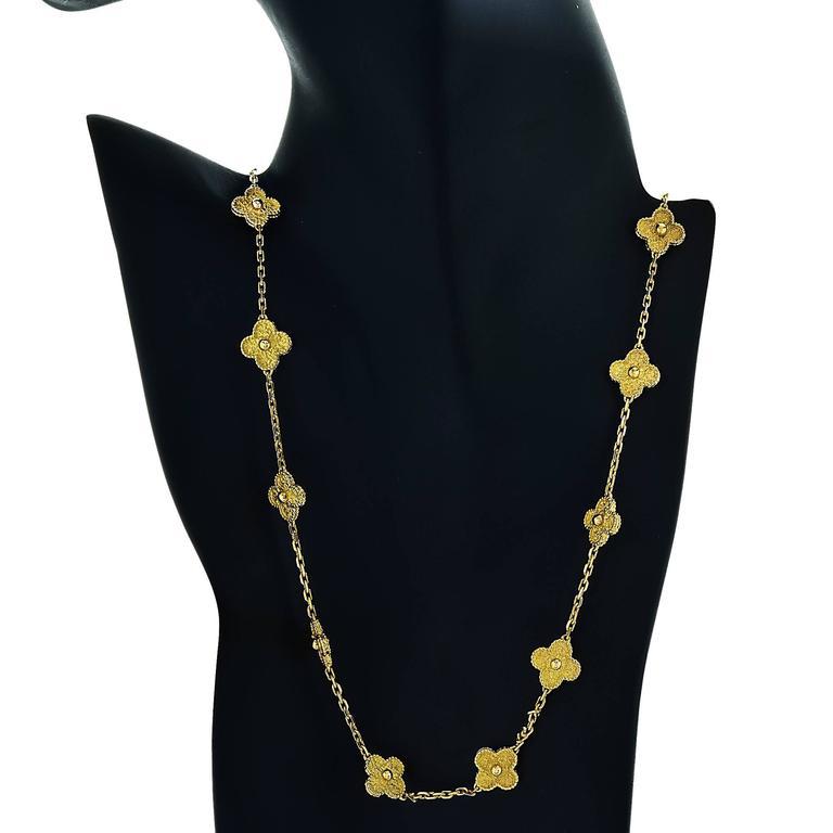 Van Cleef & Arpels Vintage Alhambra 20 Motif Necklace For Sale 1