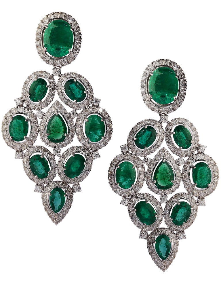 Pear Cut 101 Carat Emerald and Diamond Necklace and Earrings Set For Sale