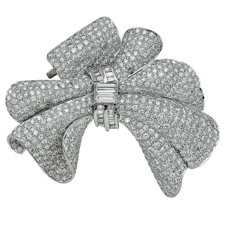 Exquisite Lady's Diamond Platinum Necklace In Excellent Condition In Miami, FL