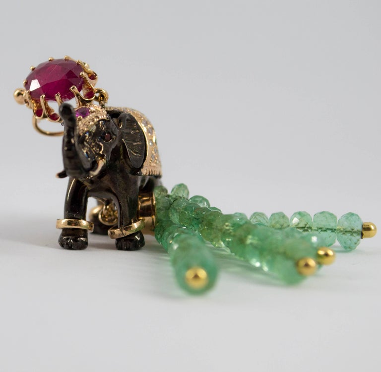 19.90 Carat Emerald 3.10 Carat Ruby Tsavorite Yellow Gold Elephant Pendant For Sale 12