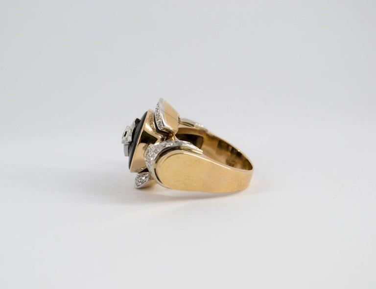 Renaissance Style 0.75 Carat Diamond Onyx Yellow Gold Cocktail Ring For Sale 1