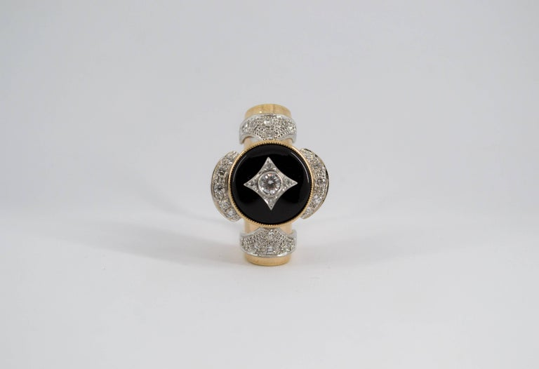 Renaissance Style 0.75 Carat Diamond Onyx Yellow Gold Cocktail Ring For Sale 3