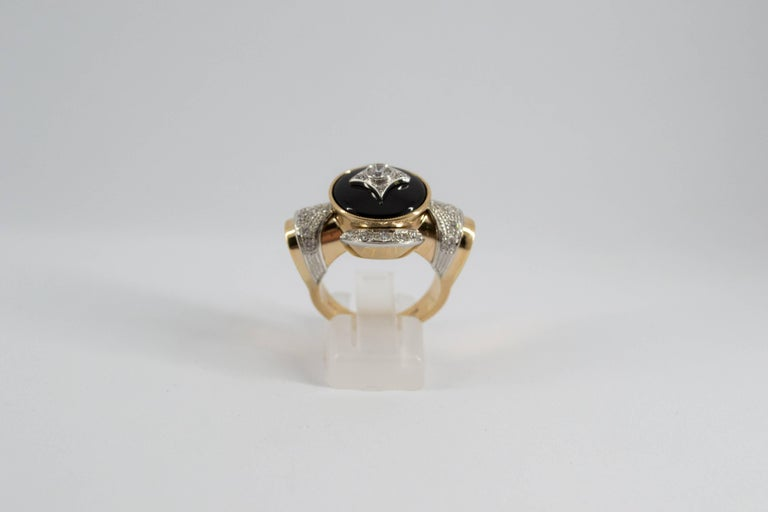 Renaissance Style 0.75 Carat Diamond Onyx Yellow Gold Cocktail Ring For Sale 5