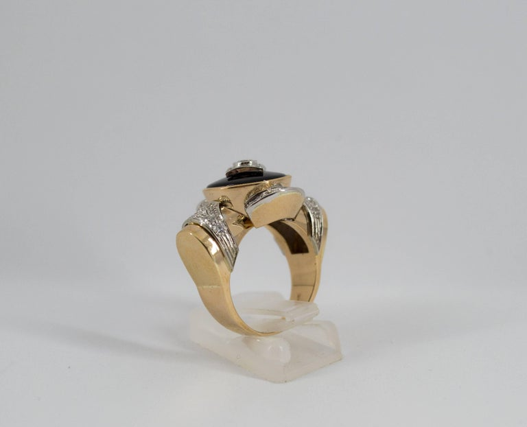 Renaissance Style 0.75 Carat Diamond Onyx Yellow Gold Cocktail Ring For Sale 8
