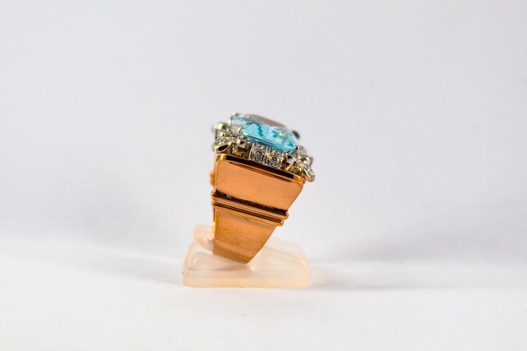 15.20 Carat Aquamarine 0.87 Carat White Diamond Yellow Gold Cocktail Ring For Sale 3