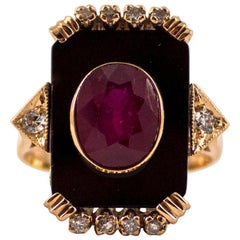2.10 Carat Ruby Onyx 0.18 Carat White Diamond Yellow Gold Cocktail Ring