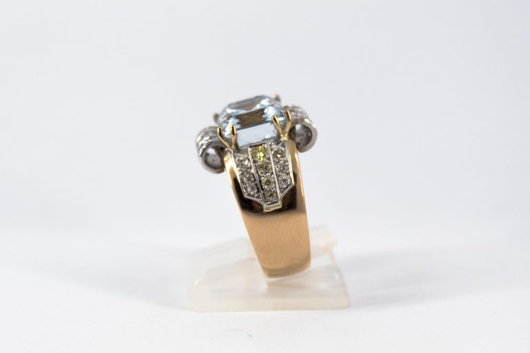 Women's or Men's Art Deco Style 7.18 Carat Aquamarine 0.94 Carat Diamond Yellow Gold Ring For Sale