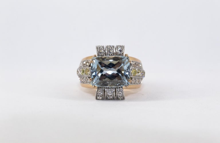 Art Deco Style 7.18 Carat Aquamarine 0.94 Carat Diamond Yellow Gold Ring For Sale 2