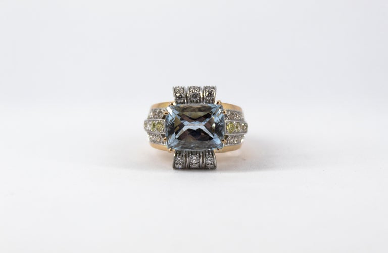 Art Deco Style 7.18 Carat Aquamarine 0.94 Carat Diamond Yellow Gold Ring For Sale 3