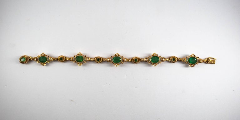 Renaissance 5.70 Carat Emerald 0.50 Carat White Diamond Yellow Gold Bracelet In New Condition For Sale In Naples, IT