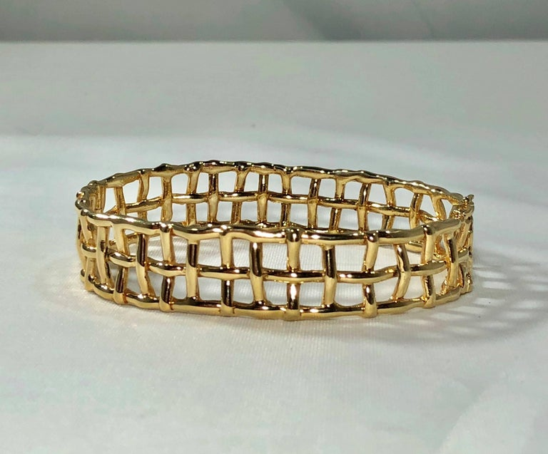 Women's or Men's Daunis 14 Karat Yellow Gold Hinged Cuff Bracelet For Sale