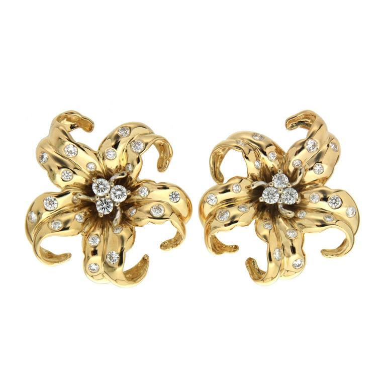 Valentin Magro Pinwheel Flora Diamonds Gold Earrings
