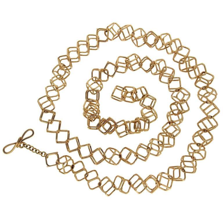 Geometric Cushion Interlocking Cube Medium Gold Necklace 1