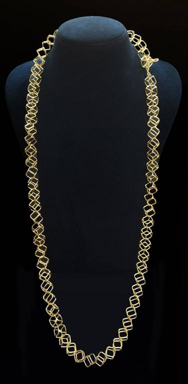 Geometric Cushion Interlocking Cube Medium Gold Necklace In As new Condition For Sale In New York, NY