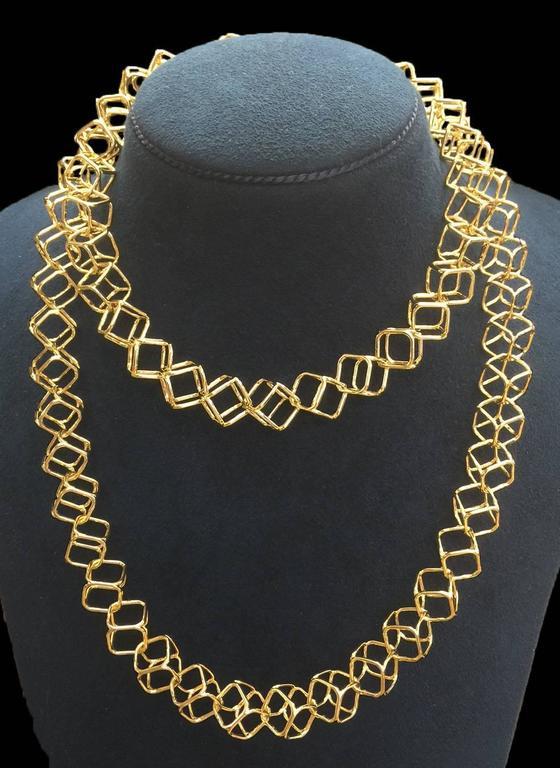 Geometric Cushion Interlocking Cube Medium Gold Necklace 4