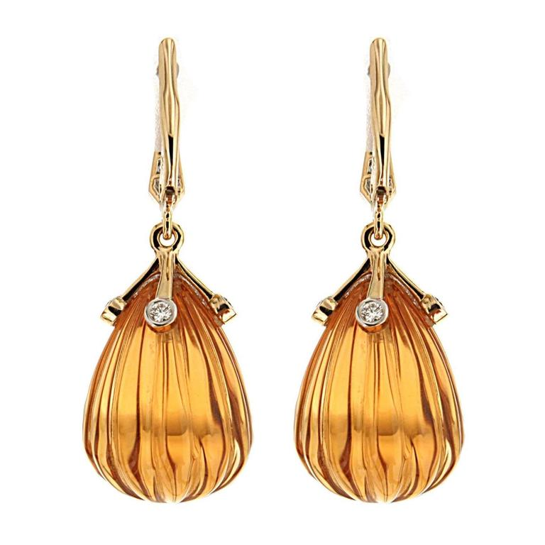 This lovely pair of earrings features carved drop of Madeira Citrines with gold four round diamonds cap. The earrings are completed with diamond lever backs in 18kt Yellow Gold.